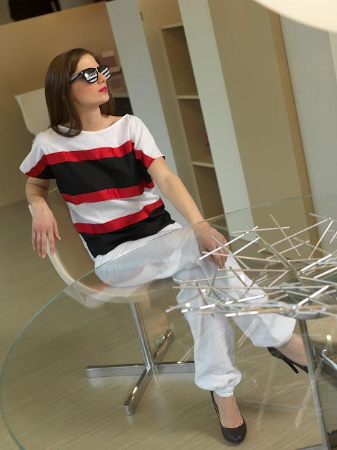 Maglia: Ribbon jumper Pantaloni: Linen pants Occhiali: Nunettes for DONAS