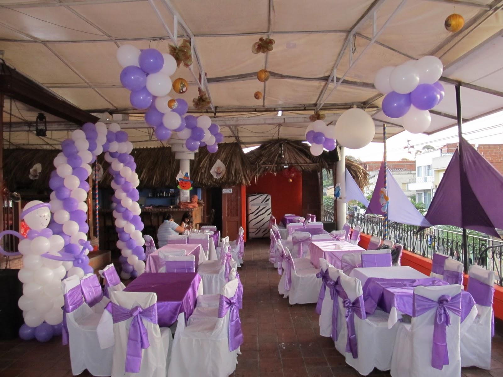 Decoracion con globos para primera comunion y for Adornos para mesas de salon