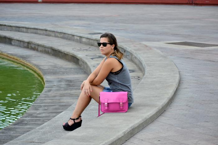 Look_outfit_color_rosa_bolso_satchel_misako_cuñas_negras_Zara_rayban_nudelolablog_02