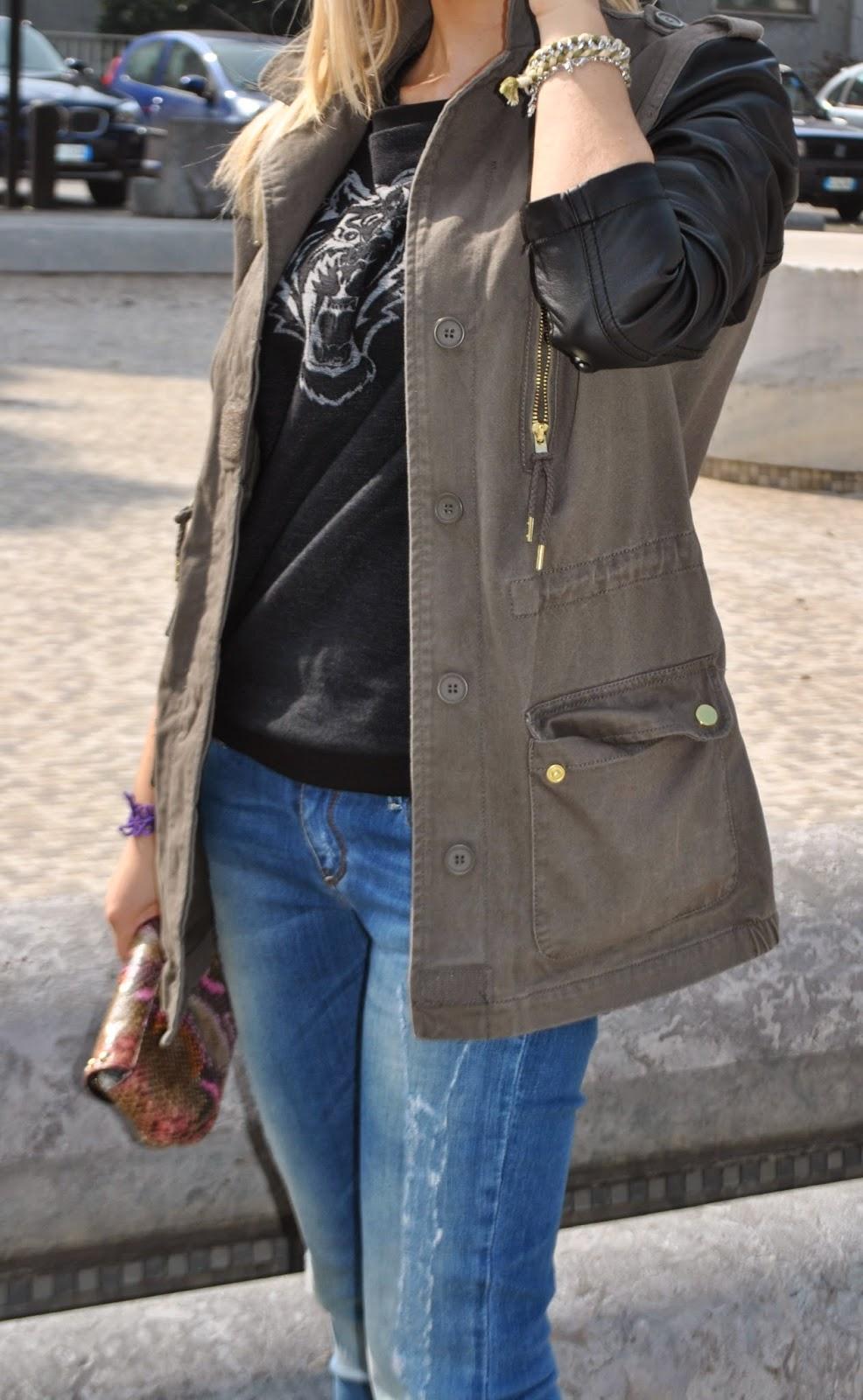 outfit casual parka verde militare con maniche in pelle felpa pimkie stivali buffalo borsa lobra occhiali da sole carrera anello stroili oro fashion blogger italiane milano outfit marzo 2014 outfit primaverili colorblock by felym blog di mariafelicia magno mariafelicia magno blogger di colorblock by felym  outfit jeans e tacchi abbinamenti jeans e tacchi jeans e stivali outfit stivali e jeans