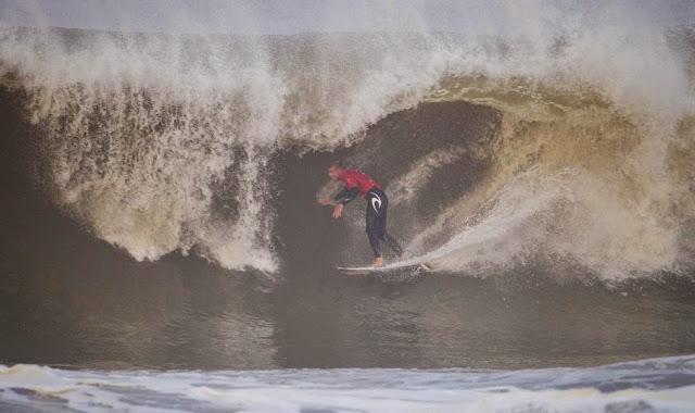 54 2014 Moche Rip Curl Pro Portugal Mick Fanning AUS Foto ASP Damien Poullenot Aquashot