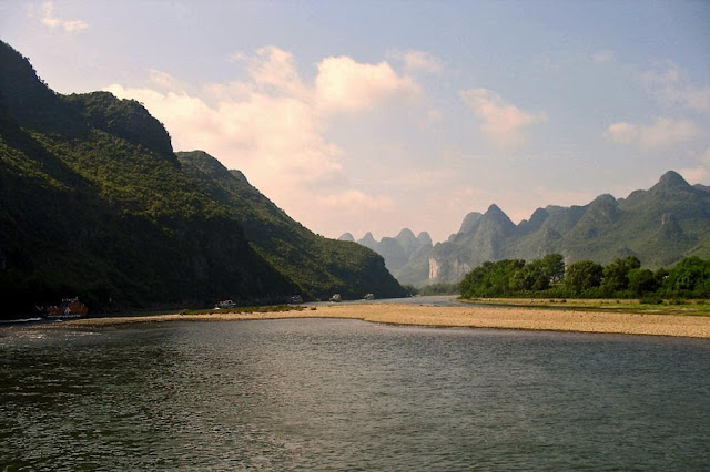A picturesque scene of the River Li