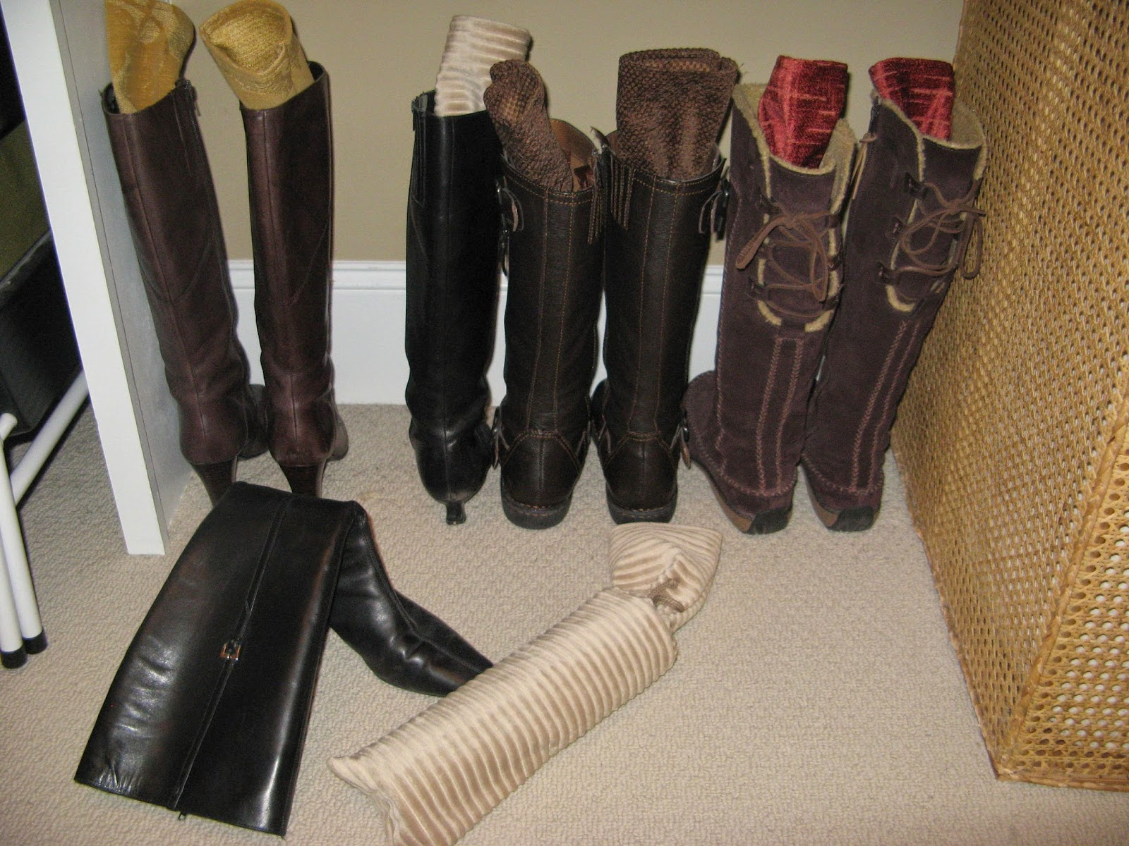 14 Closet Organizing Tips - BOOT HOLDERS