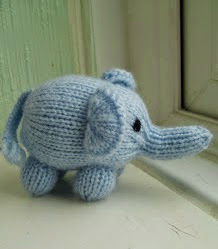 http://miss-aine.blogspot.com.es/2011/07/free-pattern-mini-elephant.html