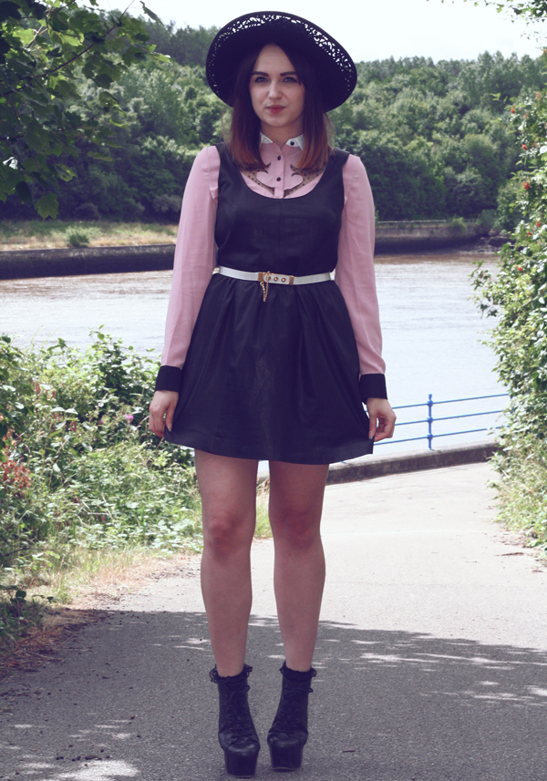 uk fashion style, fashion blog, fashion styling, dahlia cowgirl shirt, lace shirt, leather pinafore, leather dress, large rim woollen hat, vintage woollen hat, vintage white waist belt, vintage photo, style by the water, rachael, poses with roses