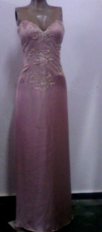 vestido de tule bordado com seda