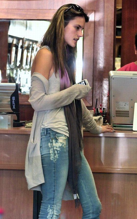 Club Fashionista: Alessandra Ambrosio Style
