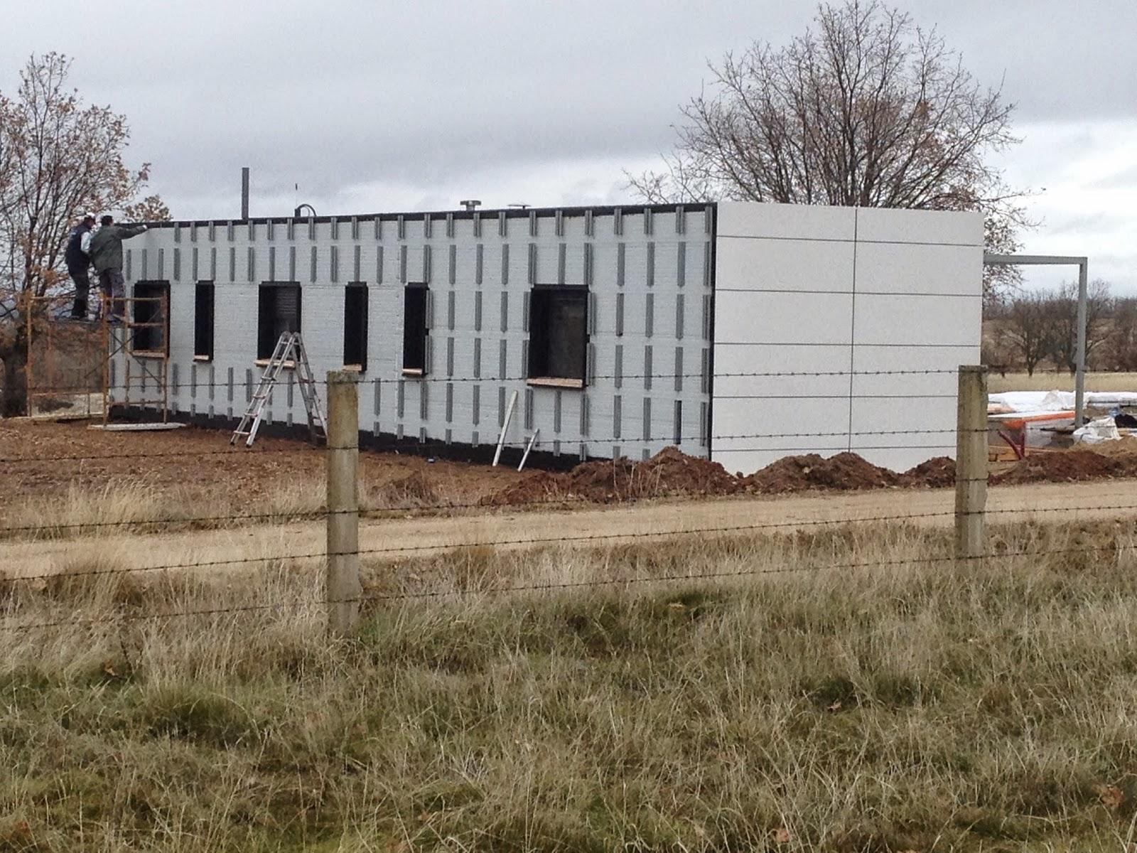Subestructura de fachada ventilada en construcción en vivienda de Resan Modular