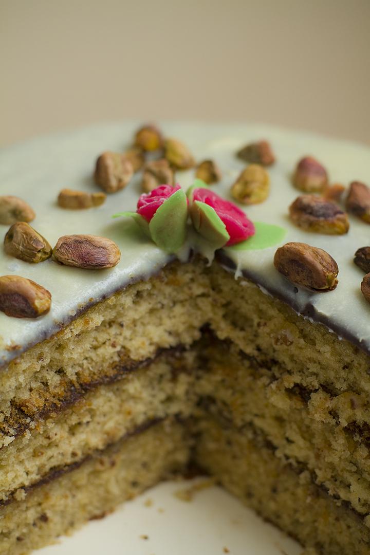 punge: pistachio petit-four cake