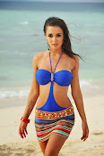 Amy Jackson hot photos from Yevadu Movie-thumbnail-1