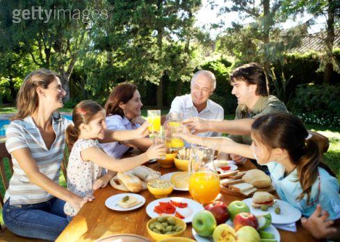 Comer en familia es muy satisfactorio.