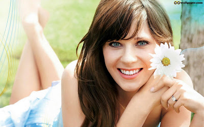 Zooey Deschanel looking hot Wallpaper