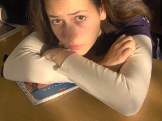 Българска учителка забременя от свой ученик