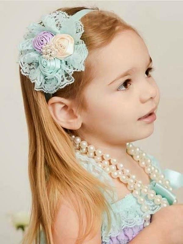 Gambar bayi perempuan cantik pakai bando - bandana bunga warna biru gratis