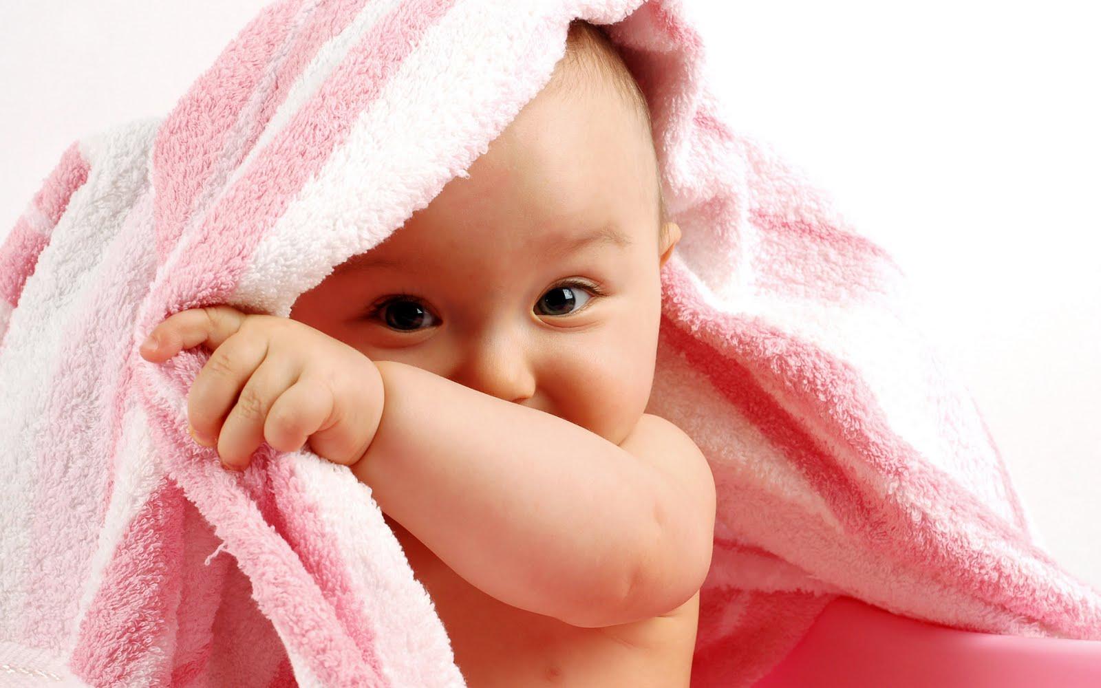 http://4.bp.blogspot.com/-brh3vfGZRoI/Td1riK9a86I/AAAAAAAAAE0/T3JnStbQZfc/s1600/-funny-baby-wallpaper-.jpg