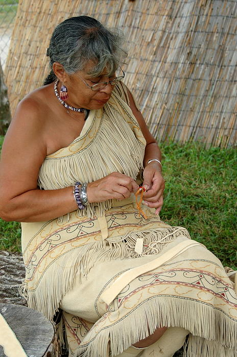 powhatan women The name powhatan refers to the algonquin speaking tribes of the virginia coast food- fish, nuts, berries, grapes  women built the homes,.