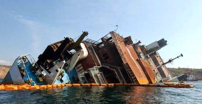 Kapal Perahu Terbalik di Sungai Jenneberang