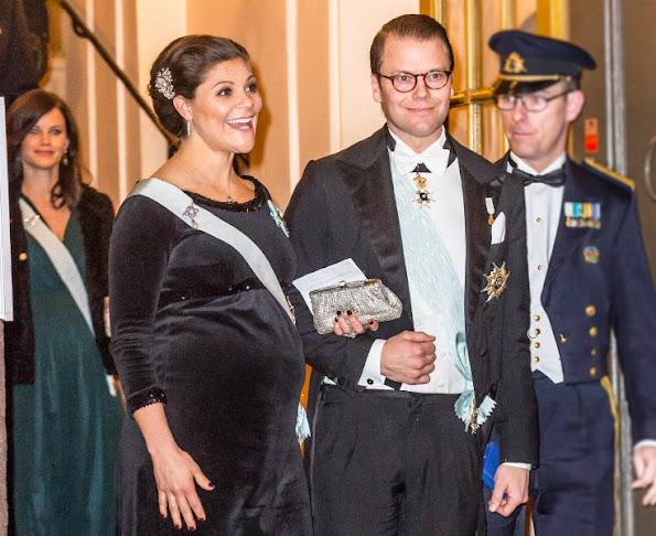 http://4.bp.blogspot.com/-bs10WEKkkis/VncSzX_tQHI/AAAAAAAA5rs/UJcmCwb8hZg/s595/Sweden-Royal-Family-1.jpg
