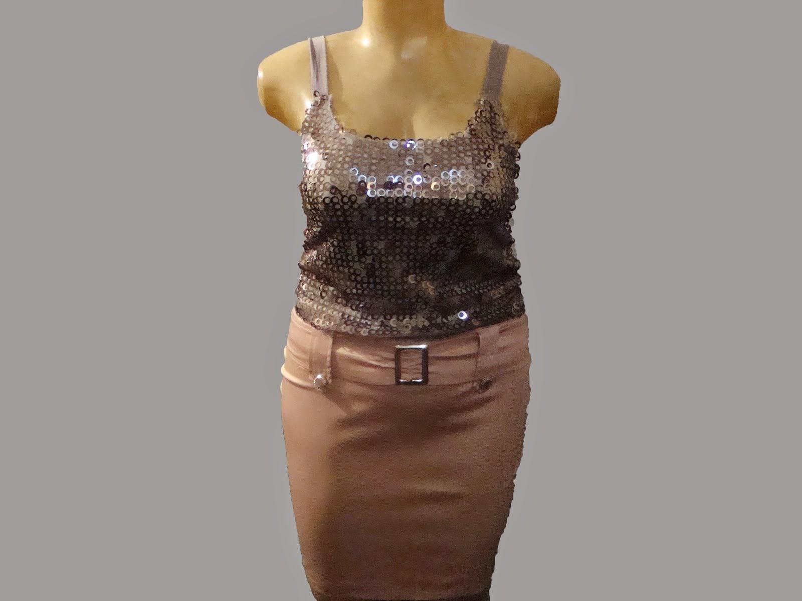 conj de blusa de lantejola com saia de sarja