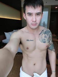 Photo Pria Ganteng: Foto Pria Tanpa Busana