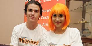 Chrish Laurent dan pacarnya