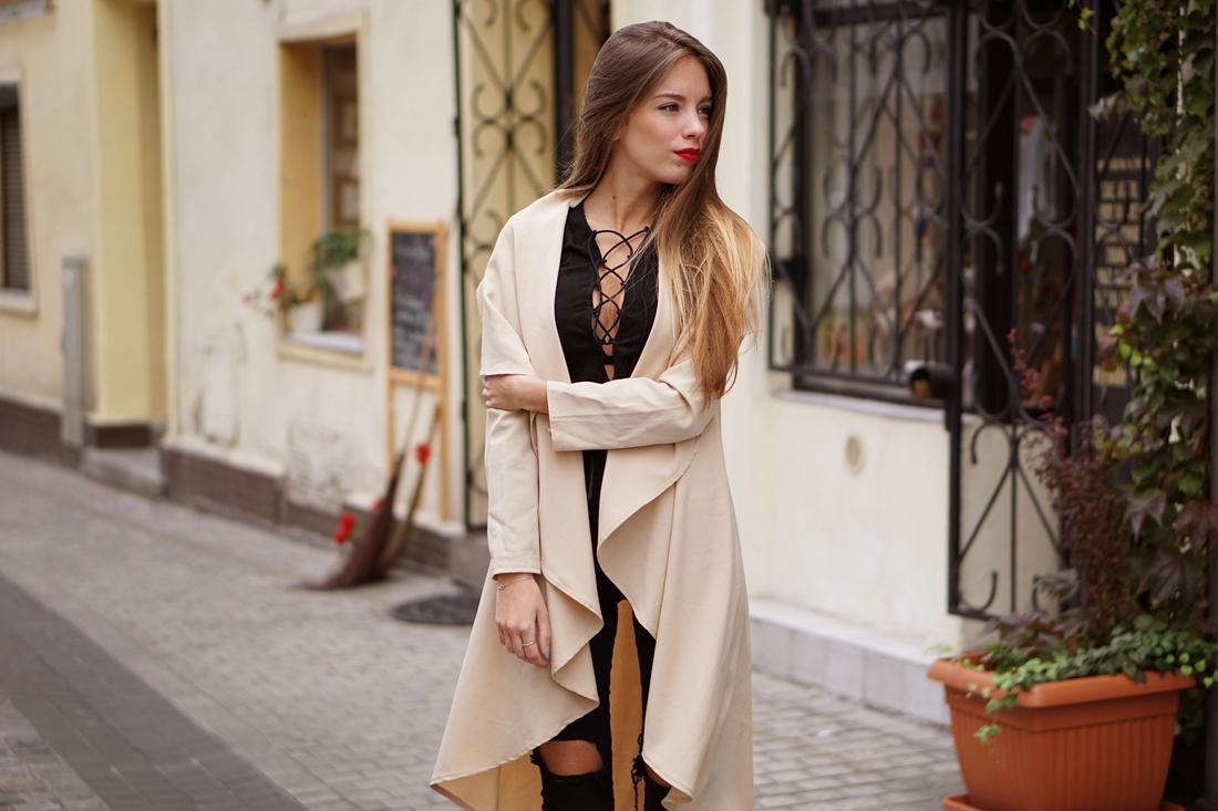 Bluzka z wiązaniem na dekolcie   Lace up blouse