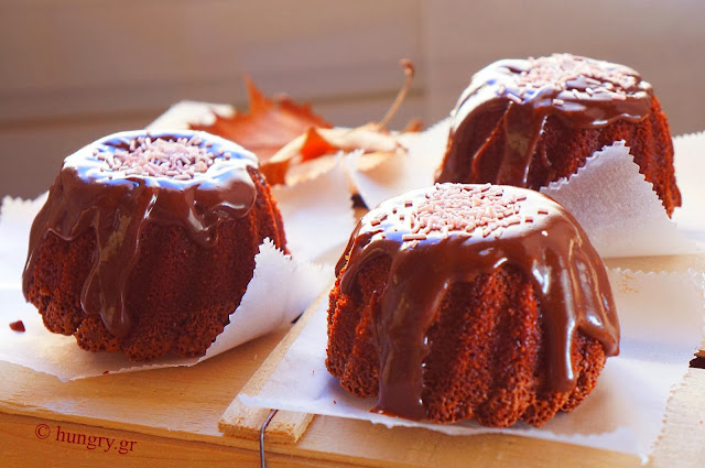 Mini Cakes with Chocolate  Glaze