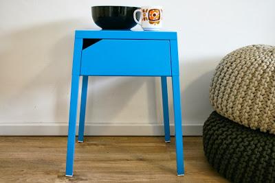 Table de chevet bleue
