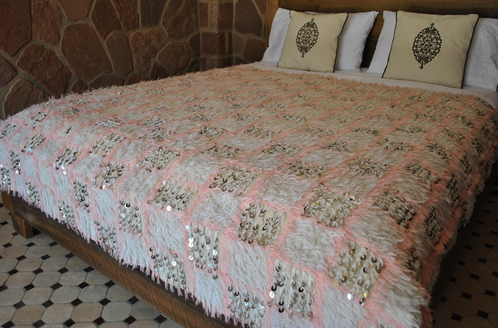 H386 So Pretty This Vintage Moroccan Wedding Blanket Lattice Pattern In Soft Pink Filled With Fluff And Shiny Sequins Absolutely Adorable