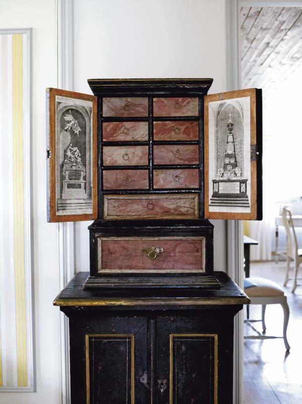 gabinete antiguo  pintado negro