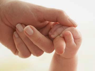Bayi 10 bulan selamat walaupun dihempap mayat bapanya selama 3 hari