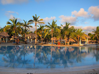Playa Pesquero poolside