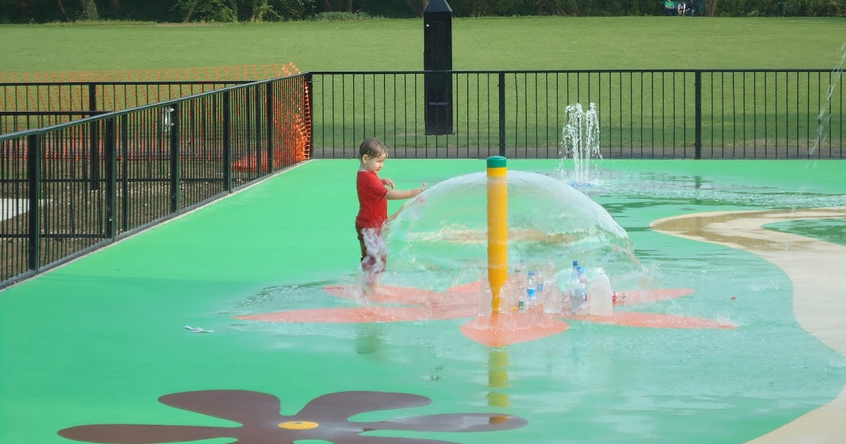 A mothers ramblings parsons close recreation ground in leighton buzzard for Leighton buzzard swimming pool