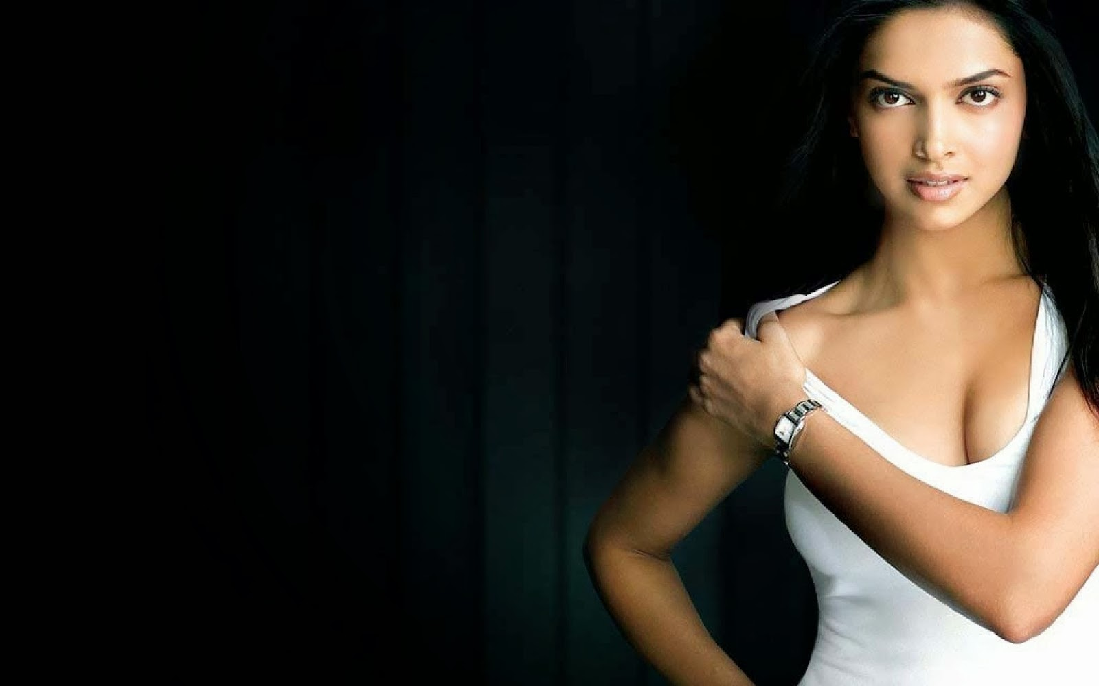 Deepika Padukone Wallpapers: Long Legs Actress Deepika Padukone