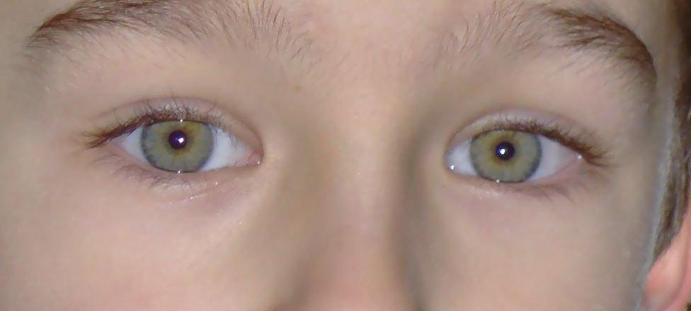 Sexo adolescente de ojos verdes