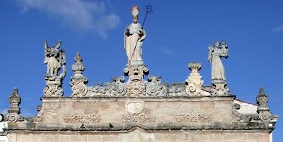 Fastigio parte ornamentale nella parte sommitale della struttura