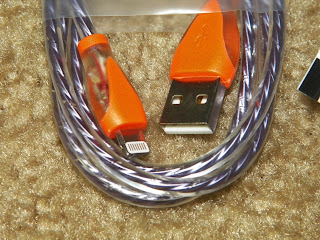 Mobile_Esprit_Purple_Light_Up_Lightning_To_USB_Charge_Cable.jpg