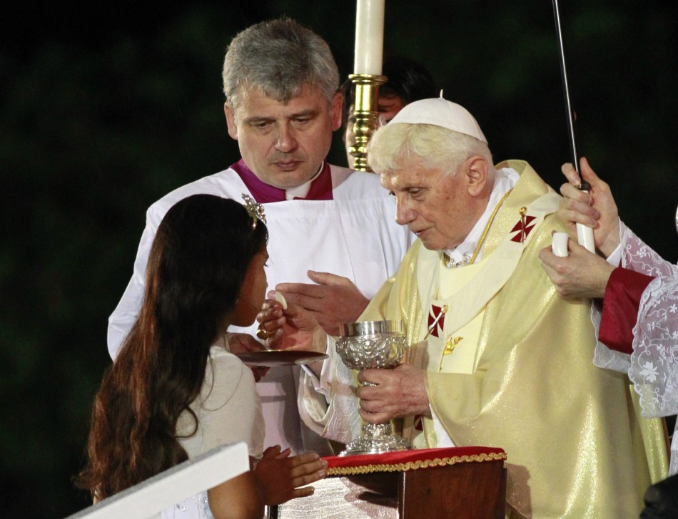 253845-a-girl-receives-communion-from-pope-benedict-xvi++REUTERS+Rickey+Rogers.jpg