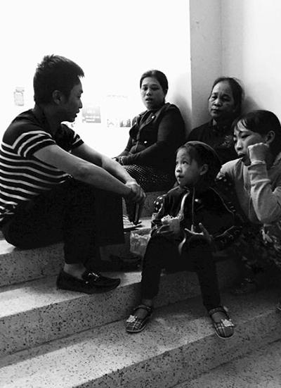 Trước đó, khi Hà Hồ gặp rắc rối do tài xế riêng gây tai nạn ở sân bay Tân Sơn Nhất, doanh nhân Quốc Cường và vợ cũ cũng chia nhau đi thăm hỏi các nạn nhân.