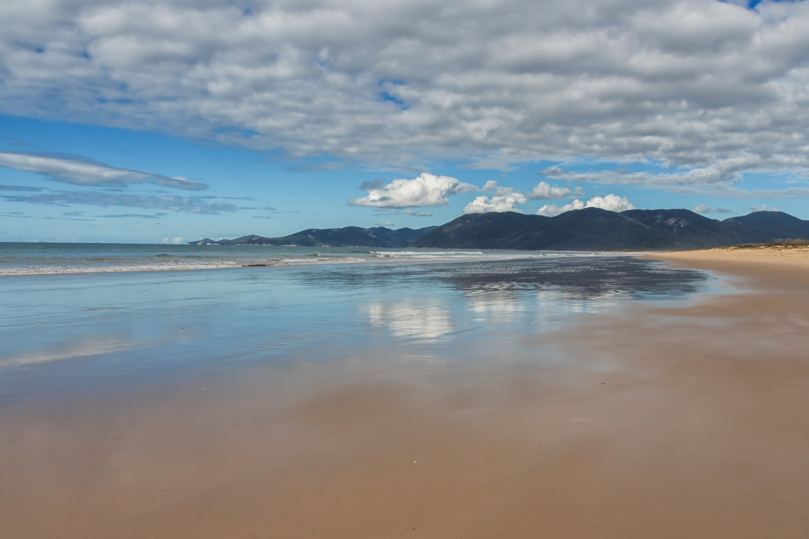 low tide at five mile beach wilsons promontory