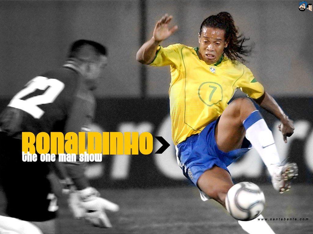 Cool Sports Players Ronaldinho Brazil Wallpaper
