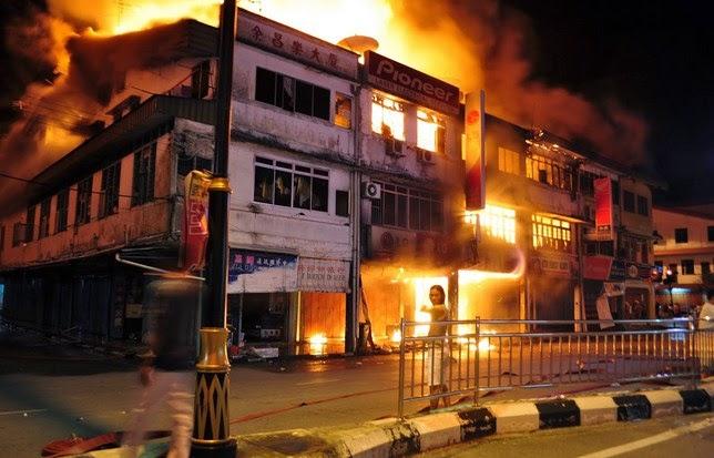 Kebakaran di Desa Kuala Cenaku Indragiri Hulu Riau