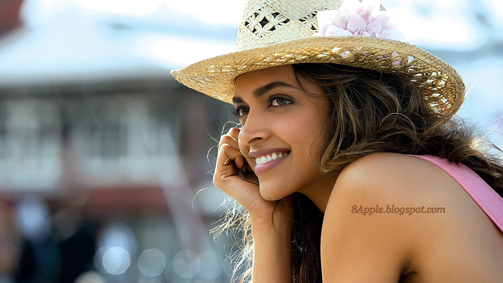 http://4.bp.blogspot.com/-buZg6ovkZw0/UKUSI889gsI/AAAAAAAAFec/s_9vpFu_yKM/s1600/DEEPIKA+PADUKONE+IN+COCKTAIL+MOVIE+1920x1080++HD+Wallpaper+http8apple.blogspot.com.jpg