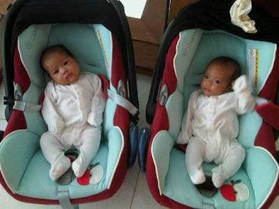 Gambar Terbaru Sazzy Falak Dengan Anak Kembarnya