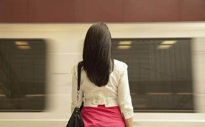 تعرف على هذه المعلومات الغريبة عن المرأة امرأة فتاة قطار مترو الانفاق صاب واى ,woman girl subway train metro station