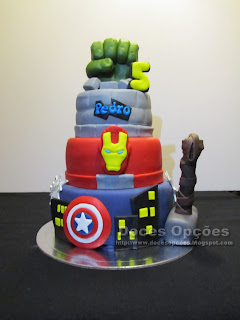 cake marver super heros sugar paste