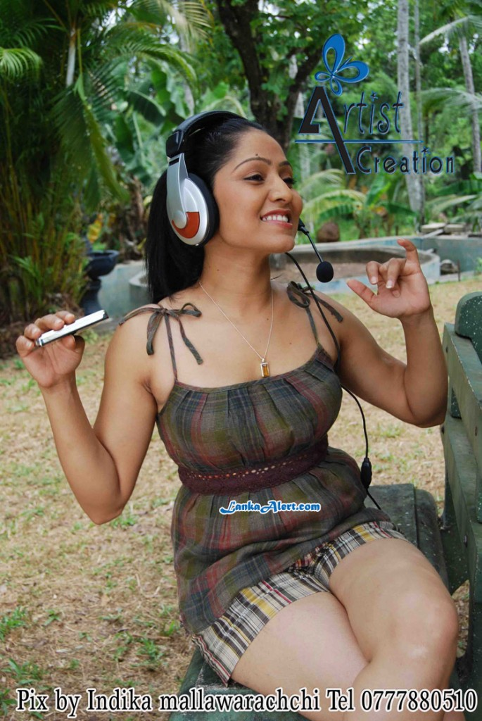 actress largest navel,cleavage,hip,waist photo collections ... Udayanthi Kulathunga Hot