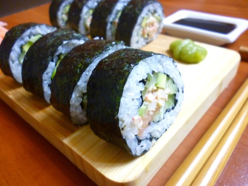 Przepis na sushi - Futomaki z pastą krabową