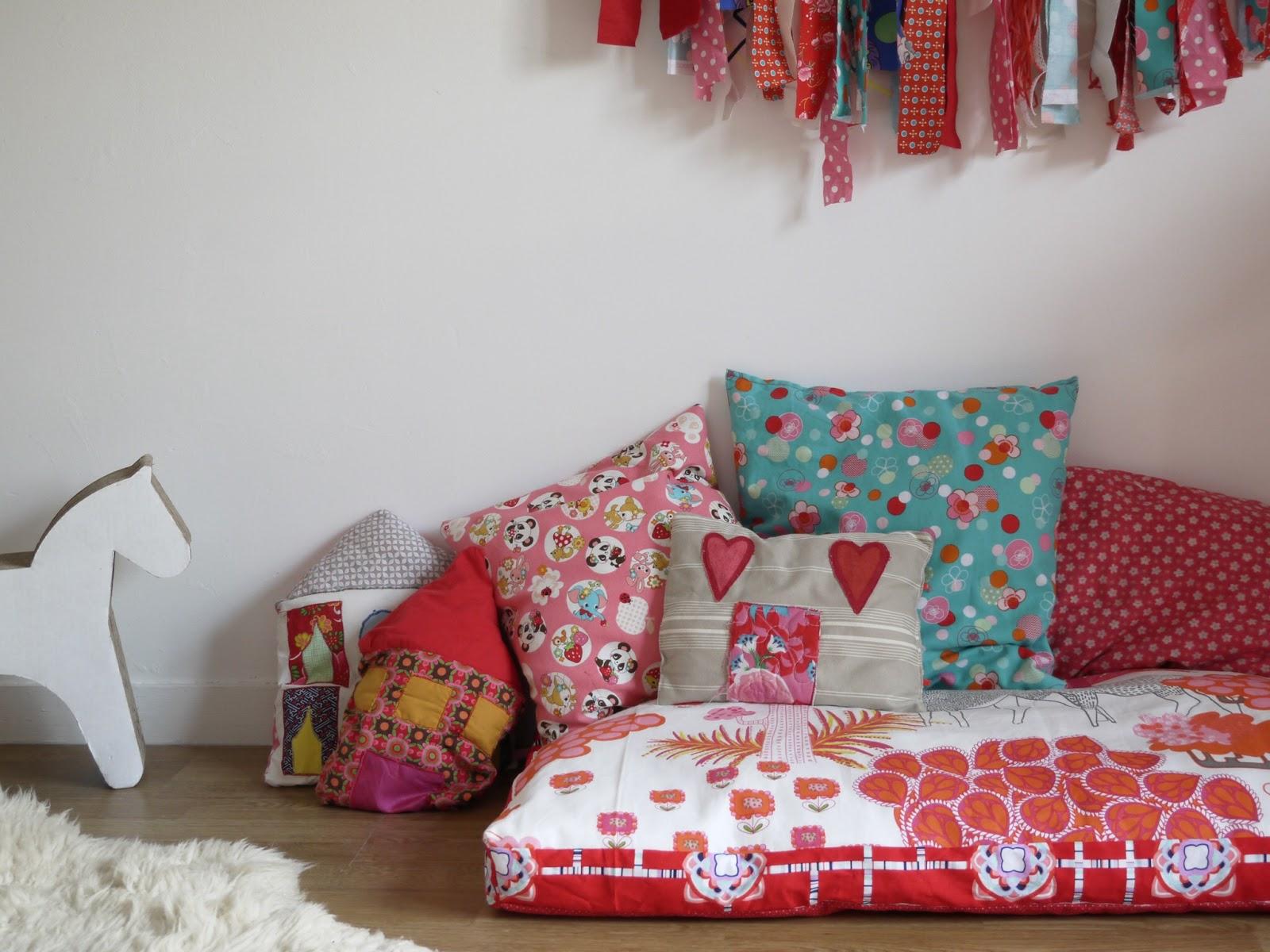 coin lecture décoration chambre enfant coussins