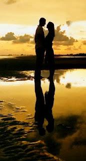 حب وغرام على شط البحر اثناء الغروب 2013